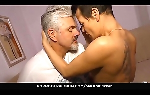 HAUSFRAU FICKEN - Housewife gives raunchy blowjob in mature sex fest