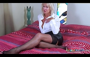 EropeMaturE Milf Mart Playing Alone with Dildo